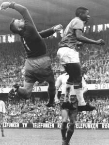 Pelé_jump_1958